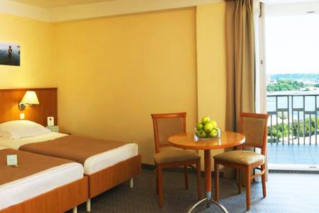 מלון נפטון