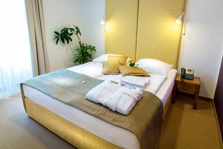 Hotel + Promovare