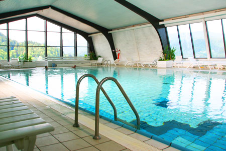 http://www.sloveniabenessere.it/pix06/bled/450-301/bled-hotel-park-swiming-pool-1.jpg