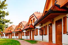स्लोवेनिया पर्यटक गांव प्रदान करता है
