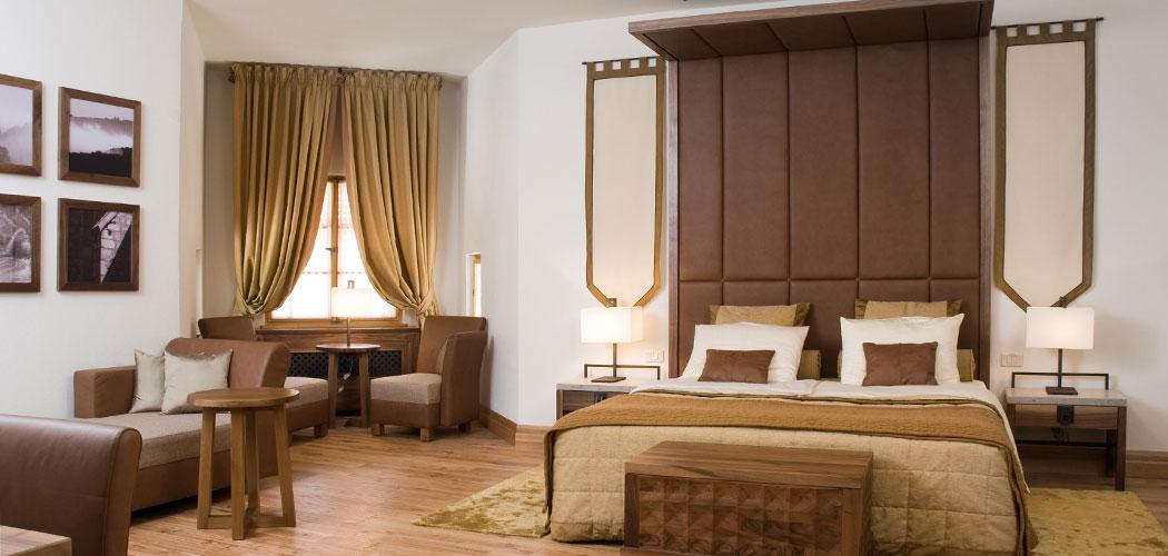 Отель Замок Оточец